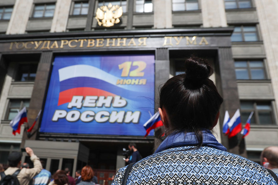 С самого утра у Госдумы проходили протесты граждан против принятия законопроекта