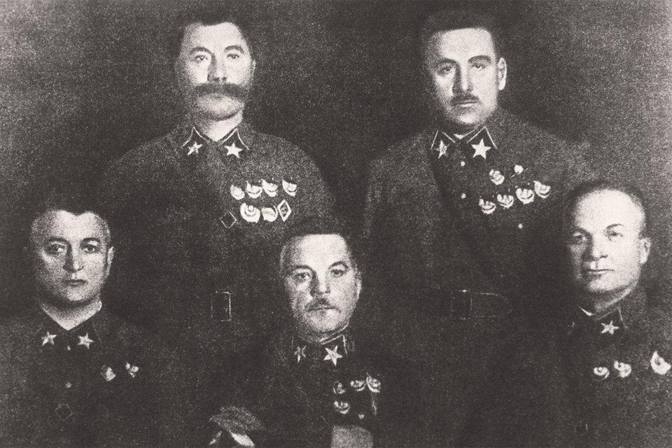 Первые пять маршалов Советского Союза: Семен Буденный, Василий Блюхер, Михаил Тухачевский, Климент Ворошилов, Александр Егоров. Трое из пяти репрессированы и погибли