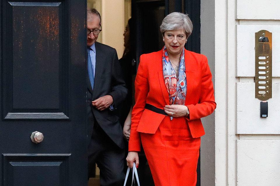 Тереза Мэй в апреле предложила провести внеочередные парламентские выборы, чтобы укрепить позиции Великобритании на переговорах с Евросоюзом об условиях Brexit