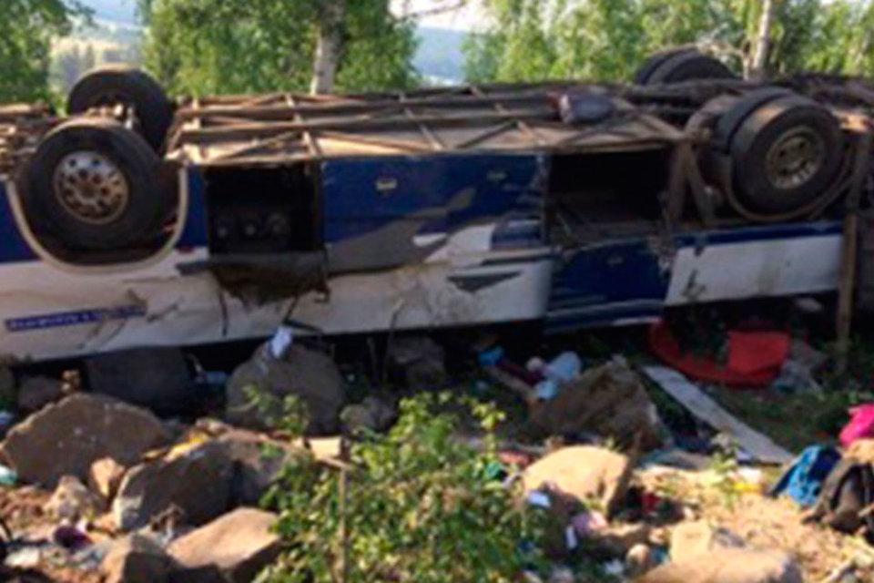 На трассе Иркутск - Чита автобус, в салоне которого был 51 человек, cъехал на обочину дороги и перевернулся