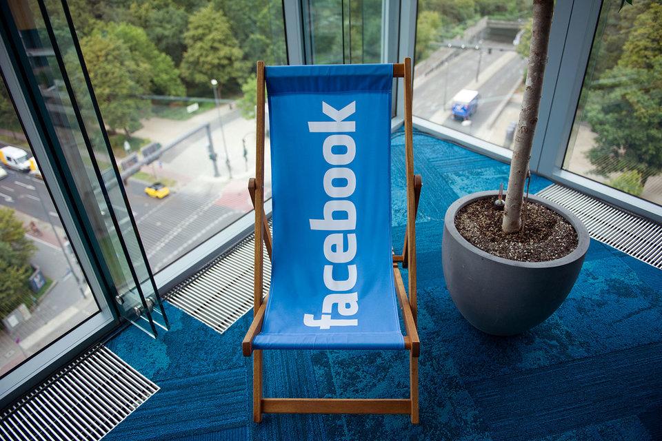 Новая функция Facebook стала бы благом для издателей, которые наращивают доходы от подписки на цифровые версии своих СМИ, отмечает WSJ