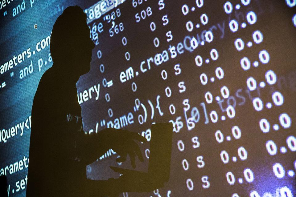 Загадкой остается, почему же «русские хакеры» не воспользовались плодами своих усилий