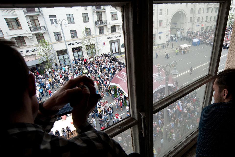 Кремль пока может не обращать внимания на протесты, считают близкие к власти эксперты