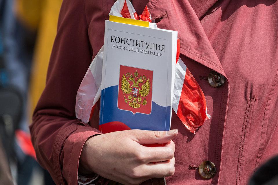 «Нужно, чтобы человек обязался соблюдать законы страны и Конституцию», – рассказал Павел Крашенинников