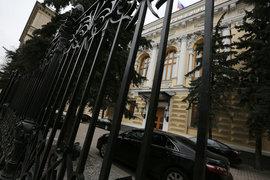 Преступным будет признаваться деяние, связанное с невнесением в документы сведений о размещенных физлицами средств на сумму свыше 5 млн руб.