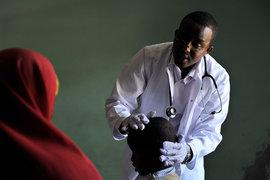 Все больше африканцев способны платить за медобслуживание или покупать медстраховку