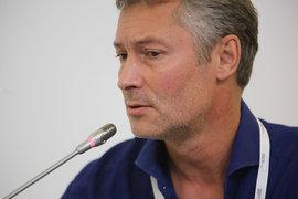 О готовности выдвинуть Ройзмана в воскресенье заявили в свердловском отделении «Парнаса», но сам он планирует идти на выборы от «Яблока»