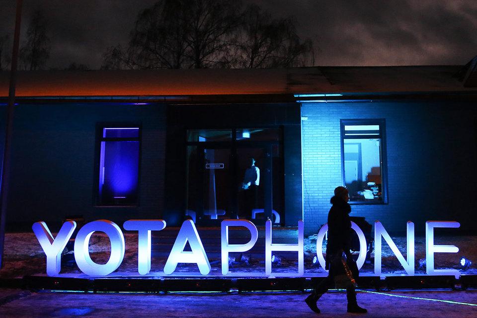 Представитель Yota Devices уточняет, что российская версия будет адаптирована для российского рынка