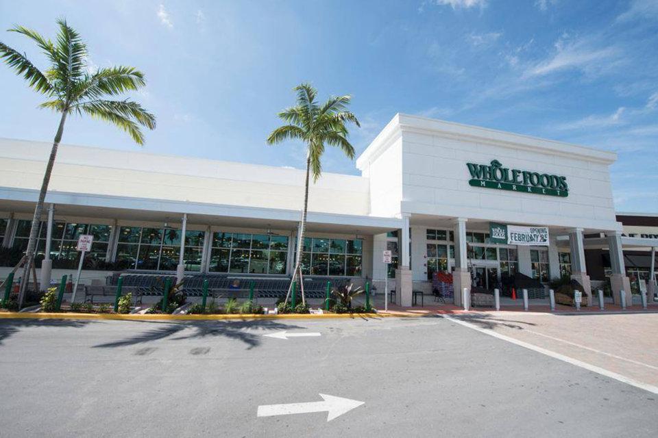 После завершения сделки Whole Foods продолжит работу под собственным брендом