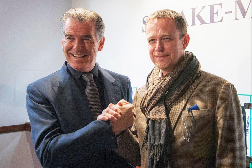 Питер Спик-Марин с актером Пирсом Броснаном, который в 2015 г. стал представителем марки