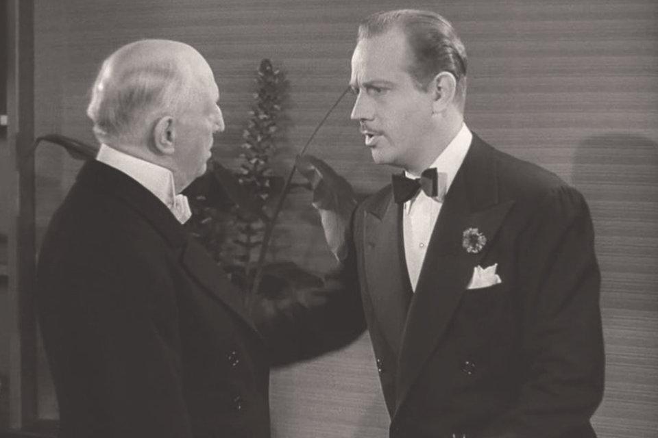 В американской комедии 1939 г. «Ниночка» французский граф Д'Альгу, очарованный большевичкой Ниночкой, пытается убедить своего слугу Гастона в преимуществах свободы