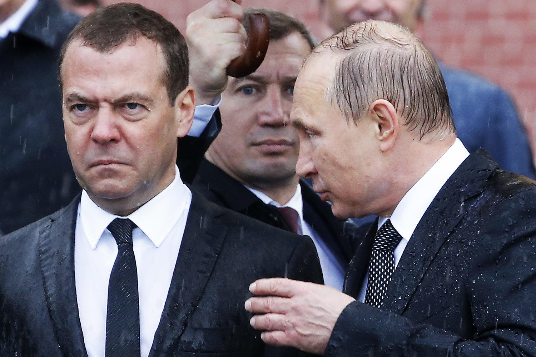 Путин и Медведев церемонии на возложении венков к Могиле Неизвестного солдата у Кремлевской стены