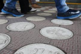 Мнения экспертов о том, какой курс рубля нужен экономике, разошлись