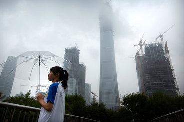 Новость о расследовании вызвала в четверг падение котировок акций публичных компаний, контролируемых Dalian Wanda, Fosun и HNA