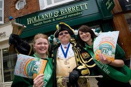 LetterOne купит магазины здорового питания Holland & Barrett