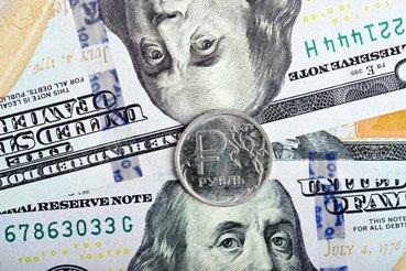 Рубль укрепляется после недели падения