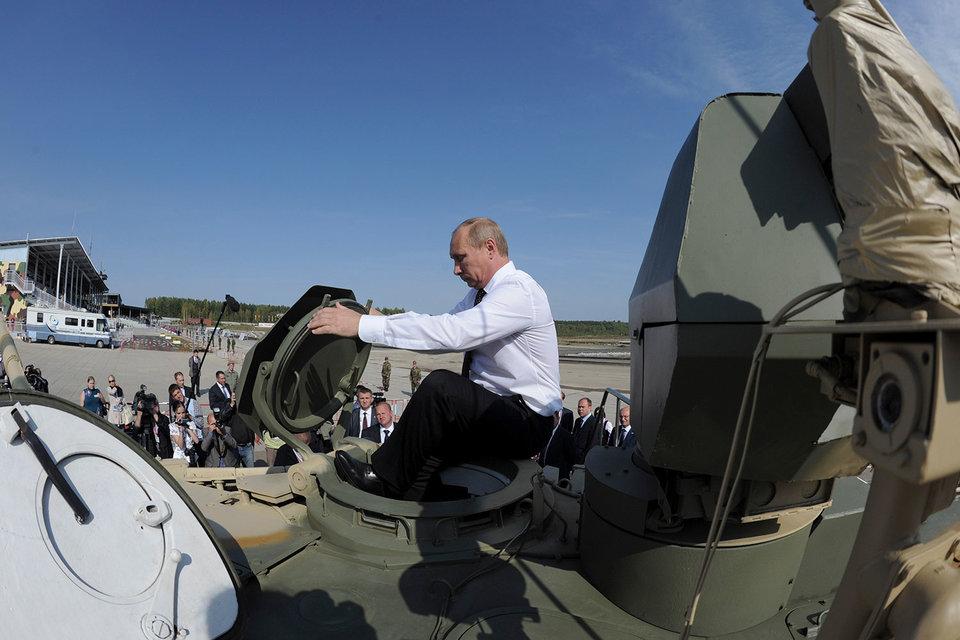 Путин согласился поискать деньги для экономики в оборонзаказе