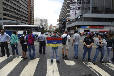 Валютные резервы Венесуэлы, страдающей от инфляции, нехватки продовольствия и политической нестабильности, сократились c пика на 90%