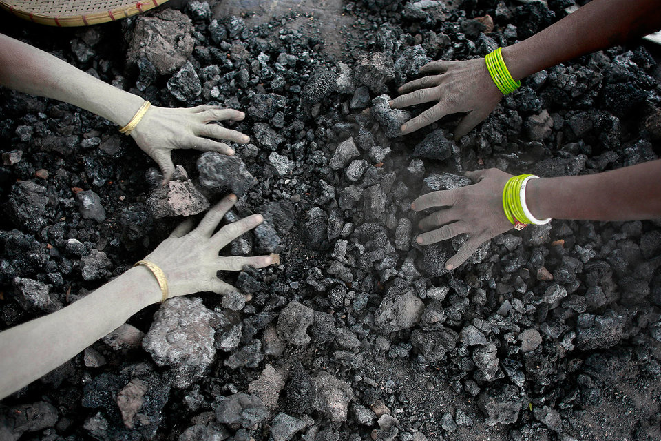 Эксперты сходятся во мнении, что одной из ключевых причин сокращения добычи в 2016 г. стали масштабные ограничения производства угля в Китае