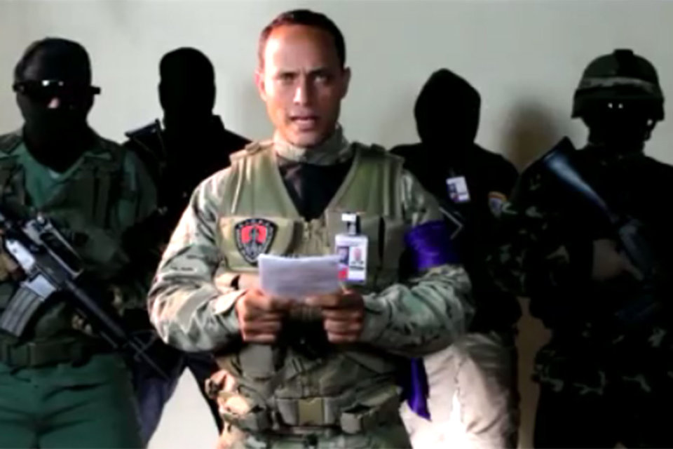 Полицейский пилот Оскар Перес выложил в Instagram видеообращение о начале антиправительственной операции