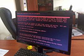 Вирус перехватывает контроль над компьютером, шифрует файлы пользователя и предупреждает, что попытки самостоятельного возвращения доступа к ним бесполезны