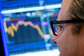 Фонды с активным управлением, напротив, продолжают терять и клиентов, и их деньги