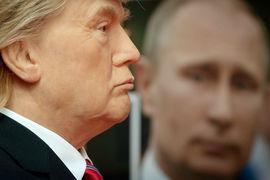 По данным газеты, в окружении Трампа сохраняется недовольство относительно того, что американский президент настаивает на полноформатной встрече с Путиным