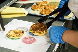 UberEats обещает доставлять заказы McDonald's через 15 минут после приготовления