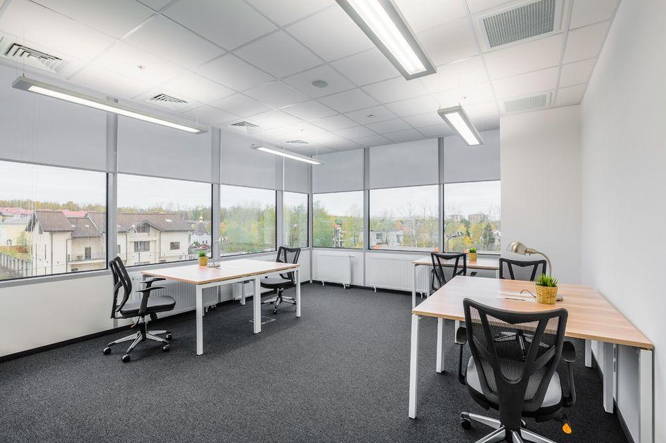 Угловой офис с окном