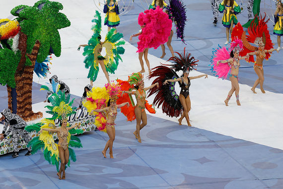 Затем танцоры и певцы представили все страны - победительницы Кубка короля  Фахда и Кубка конфедераций за всю его историю — Аргентину (1992), Данию  (1995), Бразилию (1997, 2005, 2009, 2013), Мексику (1999), Францию  (2001 и 2003)
