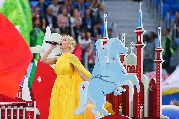 Закончилась церемония песней Полины Гагариной и DJ Smash «Команда-2018», посвященной 6000 волонтеров Кубка