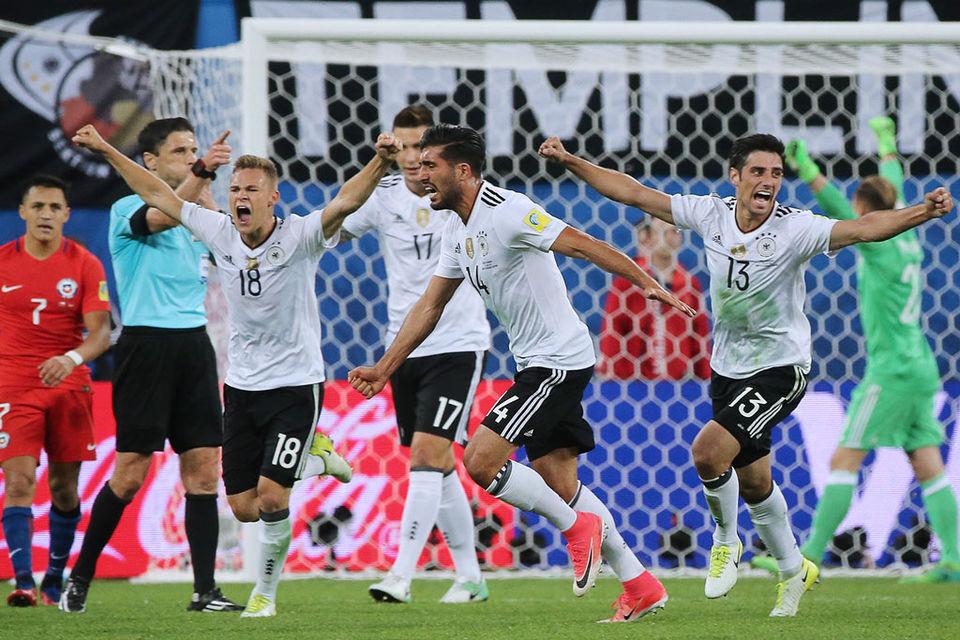 Игроки сборной Германии радуются победе в финальном матче Кубка конфедераций FIFA