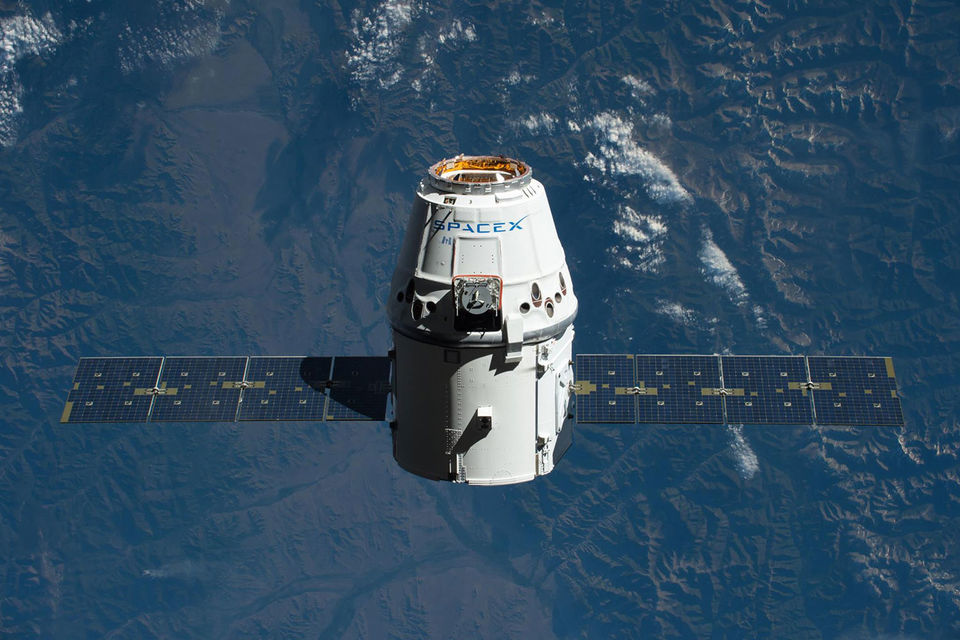 В Тихом океане успешно приводнилась капсула космического корабля Dragon, уже побывавшая до этого в космосе