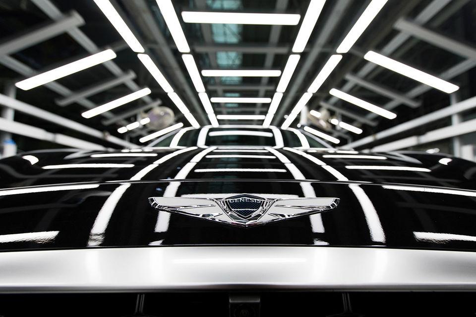 Пока премиальные автомобили Genesis продаются в дилерских центрах Hyundai вместе с машинами материнской марки