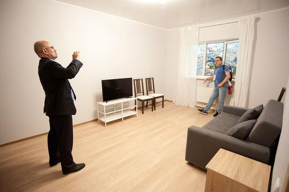 «Сегодня каждый житель, желающий увидеть эти объекты, может приехать на  ВДНХ в 75-й павильон, зайти в конкретную квартиру и посмотреть, какая  будет дверь, какой будет пол, как будет обеспечена безопасность», – отметил Сергей Левкин