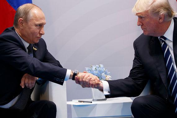 Зарубежные СМИ отмечают дружественную атмосферу в начале встречи Путина и Трампа. Она прошла в закрытом режиме
