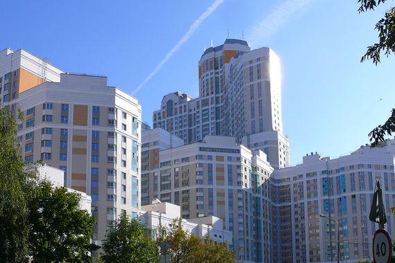 В Бирюлево Восточном построен высотный квартал комфорт-класса — ЖК «Загорье», состоящий из шести башен с максимальной высотой в 152,7 м. Общая жилая площадь всего квартала — 151 594 кв. м. Застройщик — Мосфундаментстрой-6. «При создании высоток проектировщикам необходимо учесть огромное  количество факторов, которые почти не влияют на