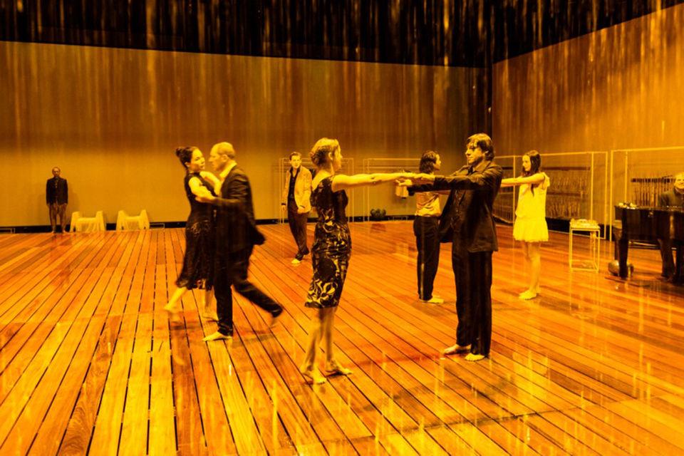 В «Тайной силе» много хореографии, но воды все-таки больше