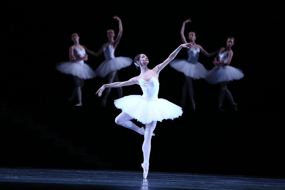 В балете «Сюита в белом» Оксана Кардаш создала строгий и безупречный рисунок