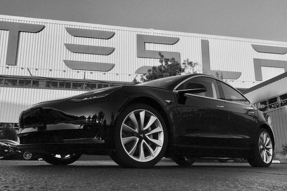 Владельцем первой Model 3 станет сам Маск, первое фото автомобиля он выложил в своем Twitter. Изначально права на первый автомобиль принадлежали члену совета директоров Tesla Айре Эренпрайсу, так как он первым внес депозит, но он уступил права Маску в качестве подарка на 46-й день рождения
