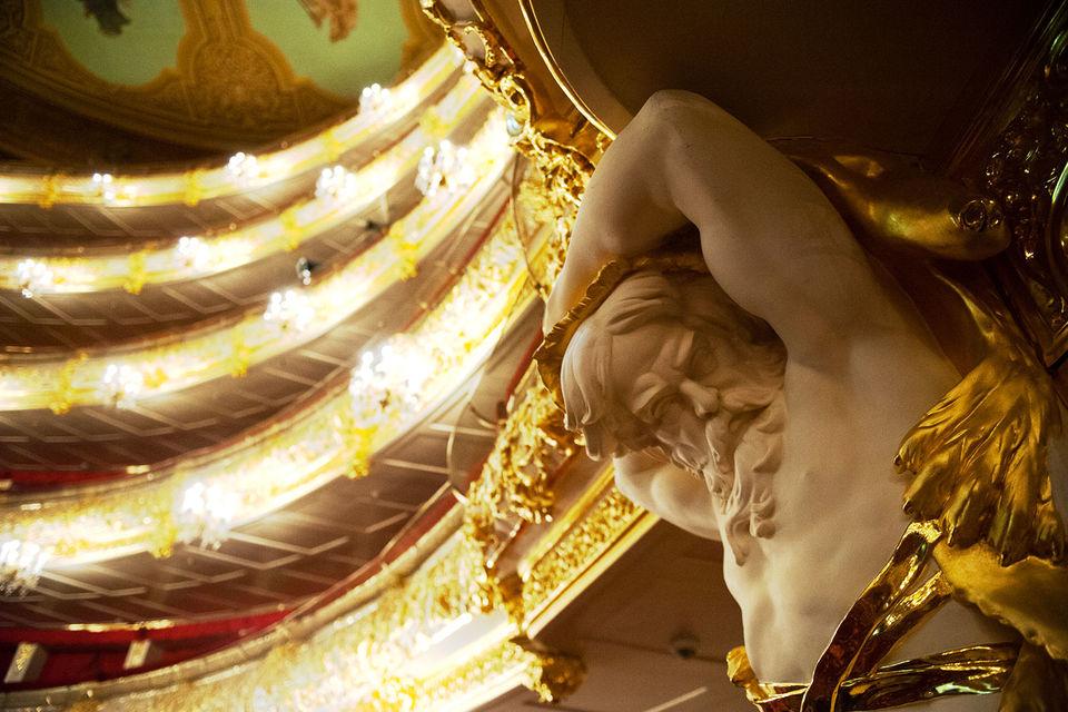 Спектакль оказался к показу на публике не готов и театр предпочел отменить премьеру, чем выпускать балет в таком виде