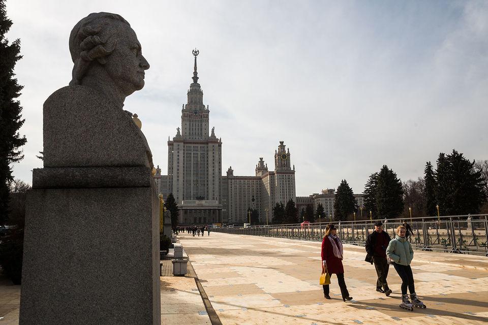 Под действие нового запрета, как и всего положения о диссоветах, не подпадут МГУ и Петербургский госуниверситет, следует из проекта приказа