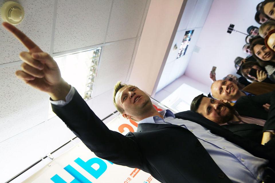 Навальный написал, что хочет в ходе дебатов доказать, что он лучший кандидат для «избирателей, называющих себя патриотами»