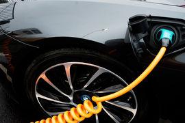 Оптимисты утверждают, что снижение стоимости аккумуляторов электромобилей обязательно позволит отказаться от двигателей внутреннего сгорания