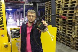 Сергей Дериглазов говорит, что в отличие от батарей смартфонов тяговые аккумуляторы с трудом поддаются диагностике – пришлось повозиться