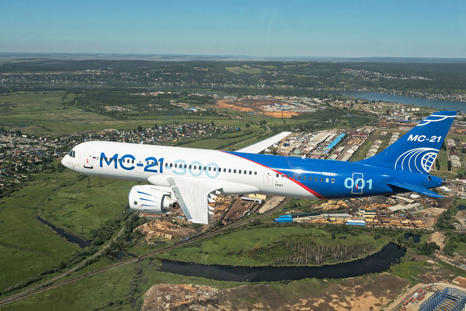 Новейший авиалайнер МС-21 уже совершил несколько испытательных полетов в окрестностях Иркутска
