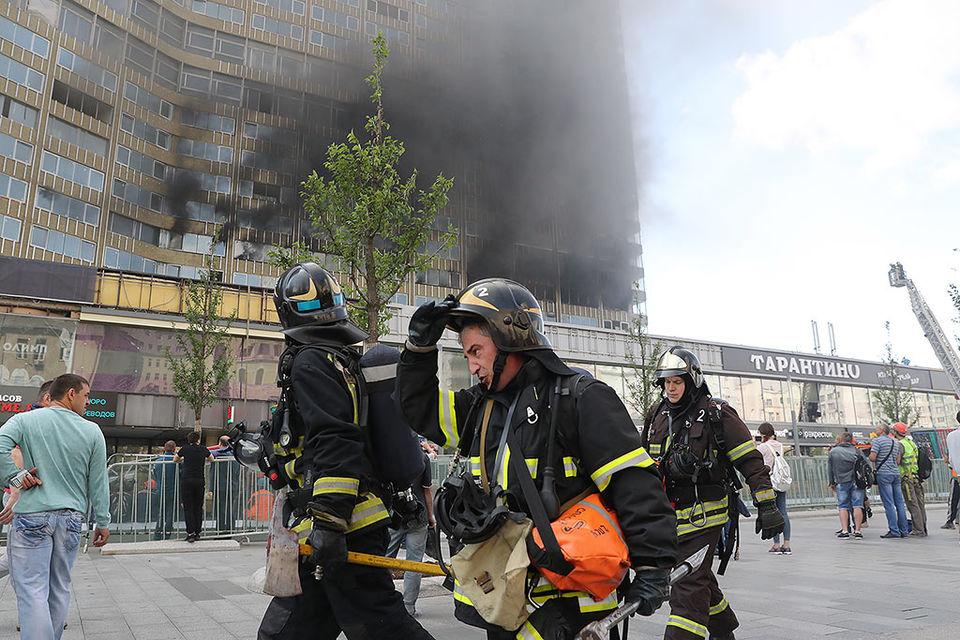 На Новом Арбате загорелось здание-книжка