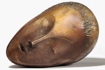 Самим дорогим проданным лотом стала бронзовая скульптура Константина Бранкузи «Спящая муза»