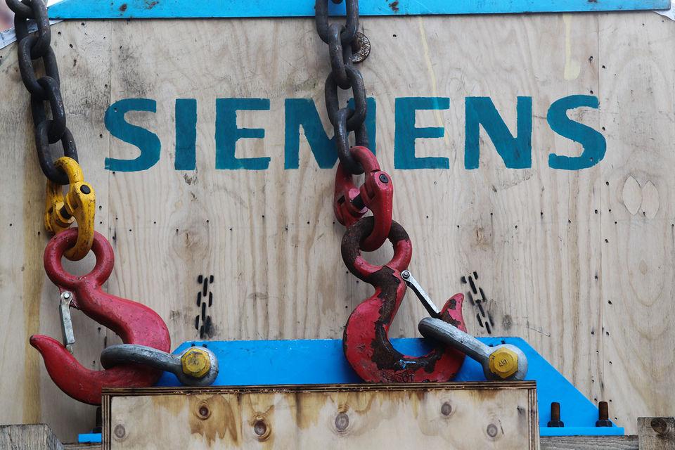 Ранее Siemens заявлял, что две из четырех турбин доставлены в Крым в обход санкций