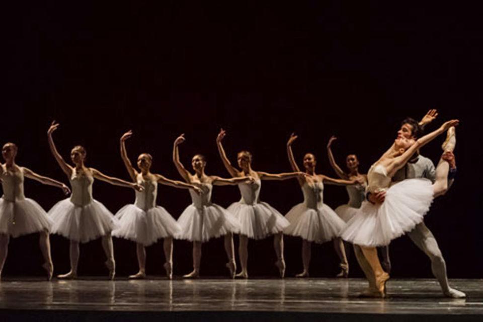 Настоящий пример, как превратить в фейерверк ограниченный набор па, дала реанимация сюиты из балета «Наяда и рыбак»